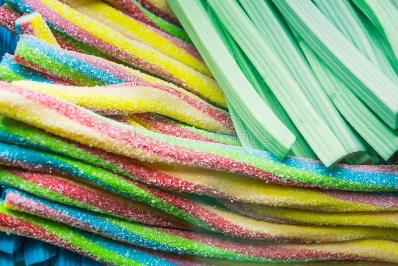 Fondo de las habas de jalea clasificadas multicoloras, masticando el primer de los caramelos imágenes de archivo libres de regalías