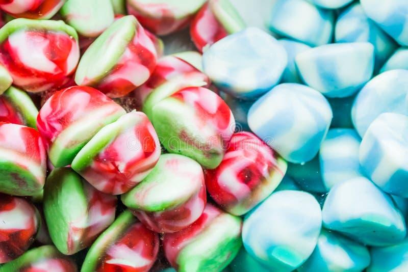 Fondo de las habas de jalea clasificadas multicoloras, masticando el primer de los caramelos foto de archivo