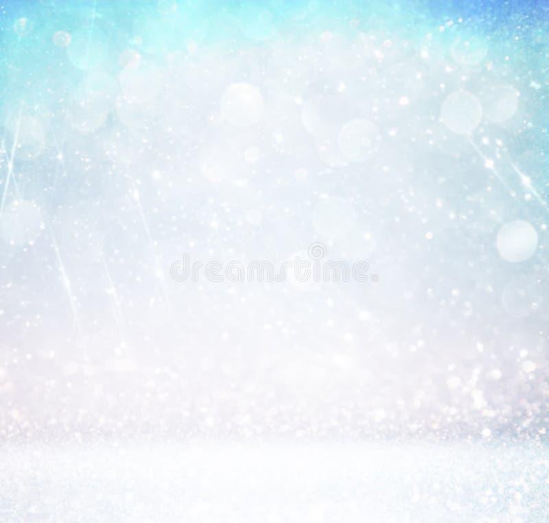 Fondo de las luces del vintage del brillo con la explosión de la luz plata, azul y blanco de-enfocado ilustración del vector