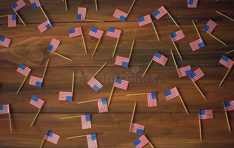 Fondo de las mini banderas americanas de los E.E.U.U. foto de archivo