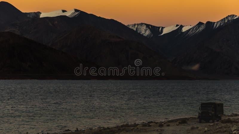 Fondo de las montañas de Himalaya del lardakh del leh, la India fotos de archivo libres de regalías