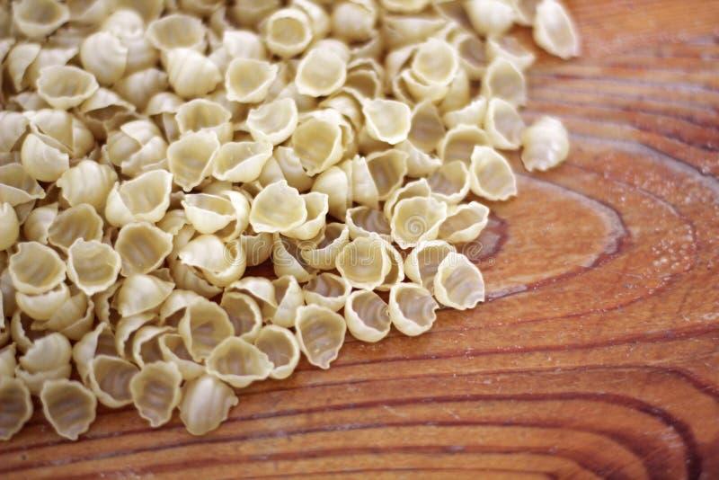 Fondo de las pastas Fondo de las pastas Pastas en fondo de madera foto de archivo libre de regalías