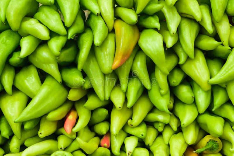 Fondo de las pimientas verdes de anaheim fotografía de archivo
