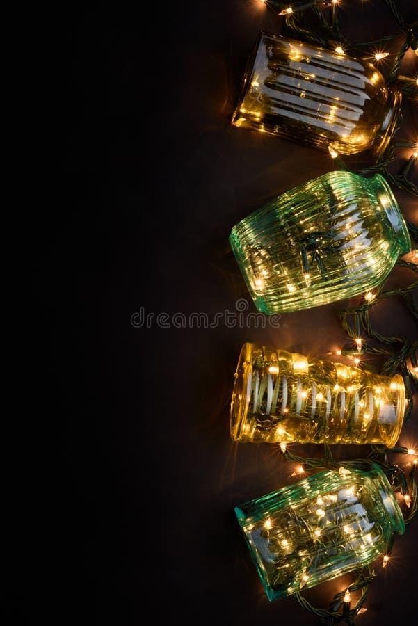 Download Fondo De Las Vacaciones De Invierno: Floreros Del Vintage Y Luces De La Navidad, Decoración, Fondo Negro Visión Superior, Espacio Foto de archivo - Imagen de retro, invitación: 64200704