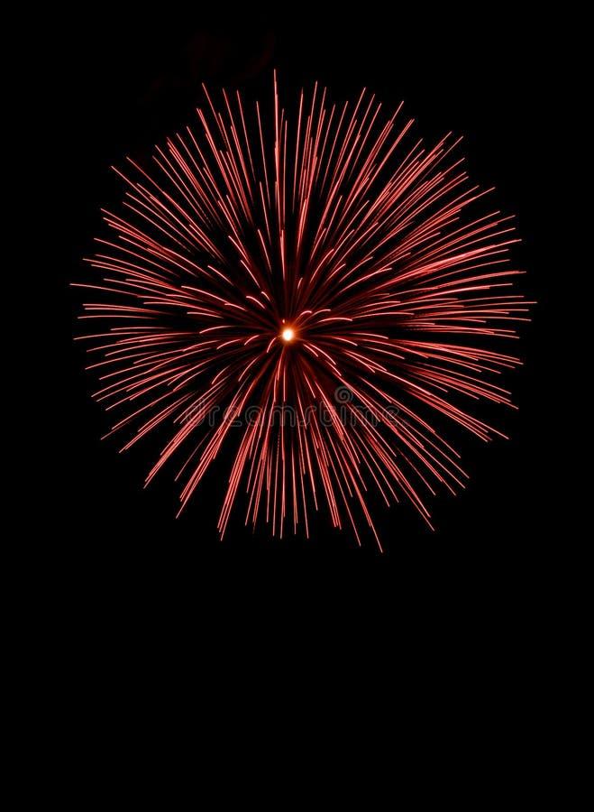 Fondo de los fuegos artificiales Fuegos artificiales rojos, fondo de los días de fiesta, Año Nuevo fotografía de archivo libre de regalías