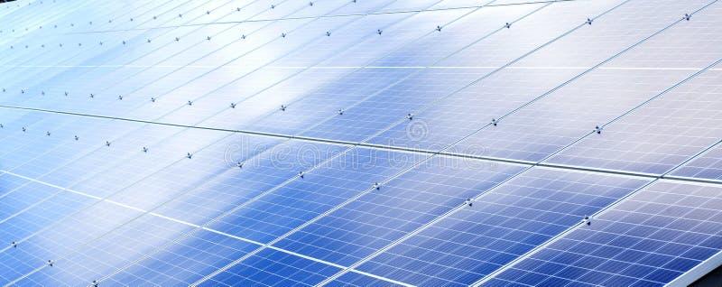 Fondo de los paneles solares Fuente de energía renovable fotovoltaica fotografía de archivo libre de regalías