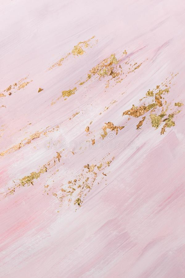 Fondo de mármol rosado delicado del modelo con pinceladas del oro lugar para su dise?o fotografía de archivo