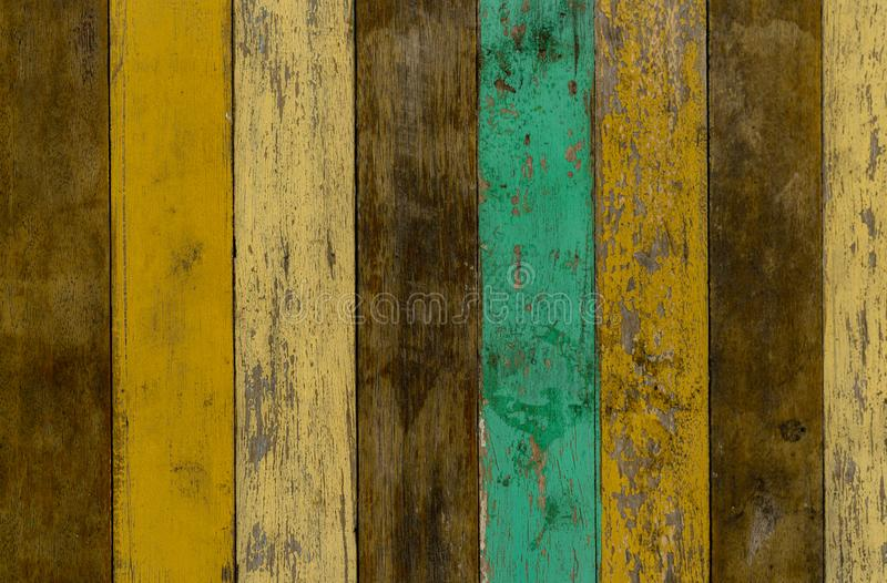 Fondo de madera amarillo, verde, y marrón de la textura de la pared Piso de madera viejo con la pintura agrietada del color Fondo fotos de archivo