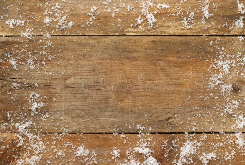 Fondo de madera cubierto con nieve fotos de archivo
