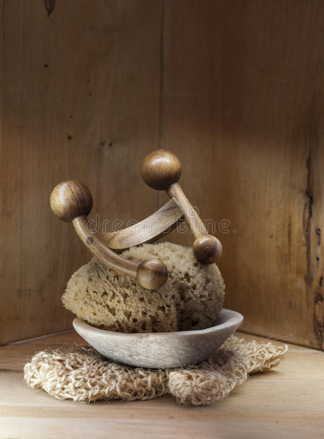 Fondo de madera de la sauna, del hammam o del baño turco con lufa auténtica fotografía de archivo libre de regalías