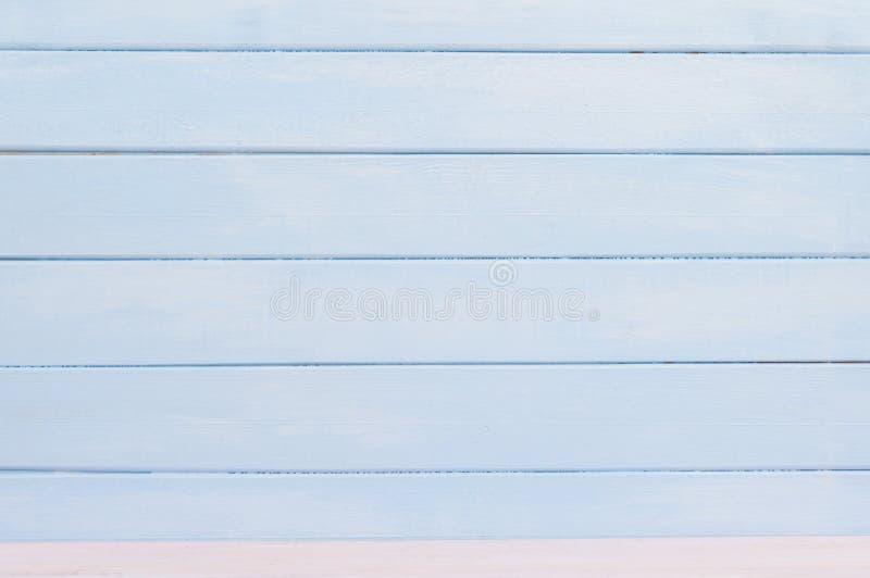 Fondo de madera en colores pastel azul de la pared Endecha plana fotografía de archivo