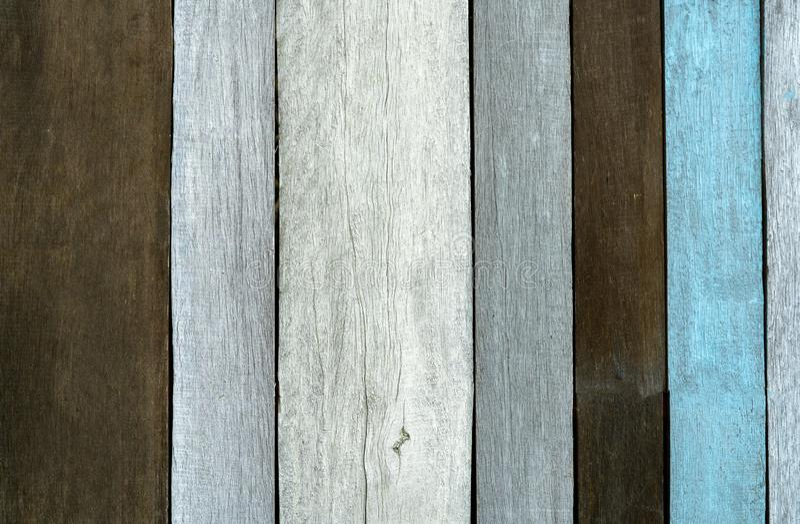 Fondo de madera gris, negro, y azul de la textura Contexto de madera Textura de la superficie áspera del panel de madera Vendimia imagen de archivo