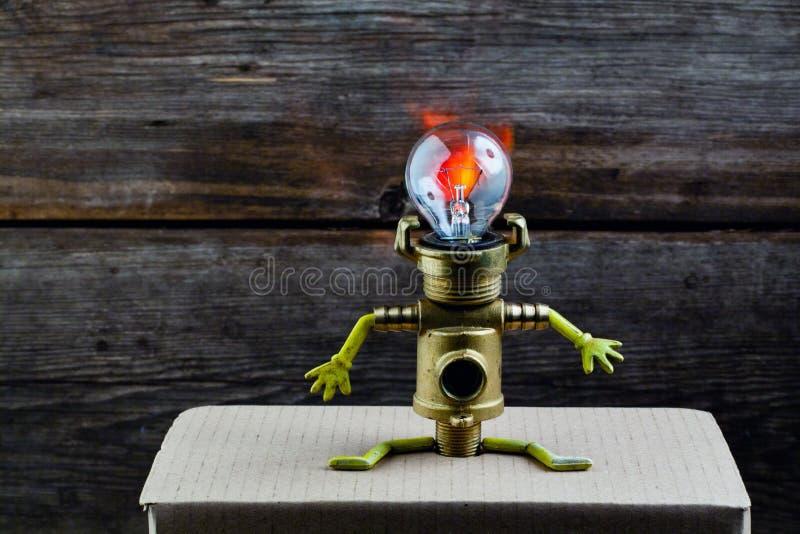 Fondo de madera de la cabeza de la lámpara del robot fotografía de archivo libre de regalías