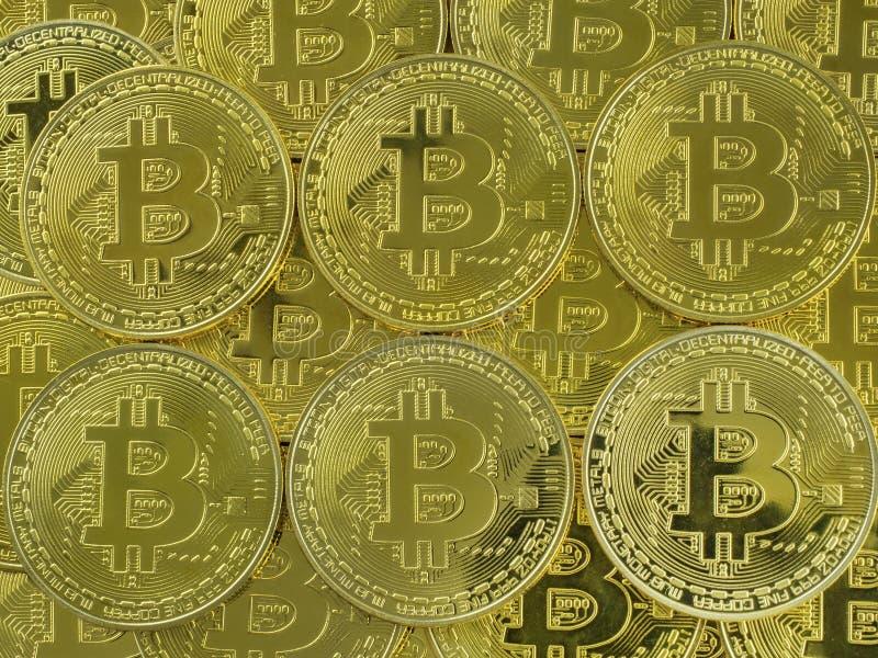 Fondo de monedas de bitcoins del color oro El concepto de cambio global del mercado financiero imagen de archivo libre de regalías