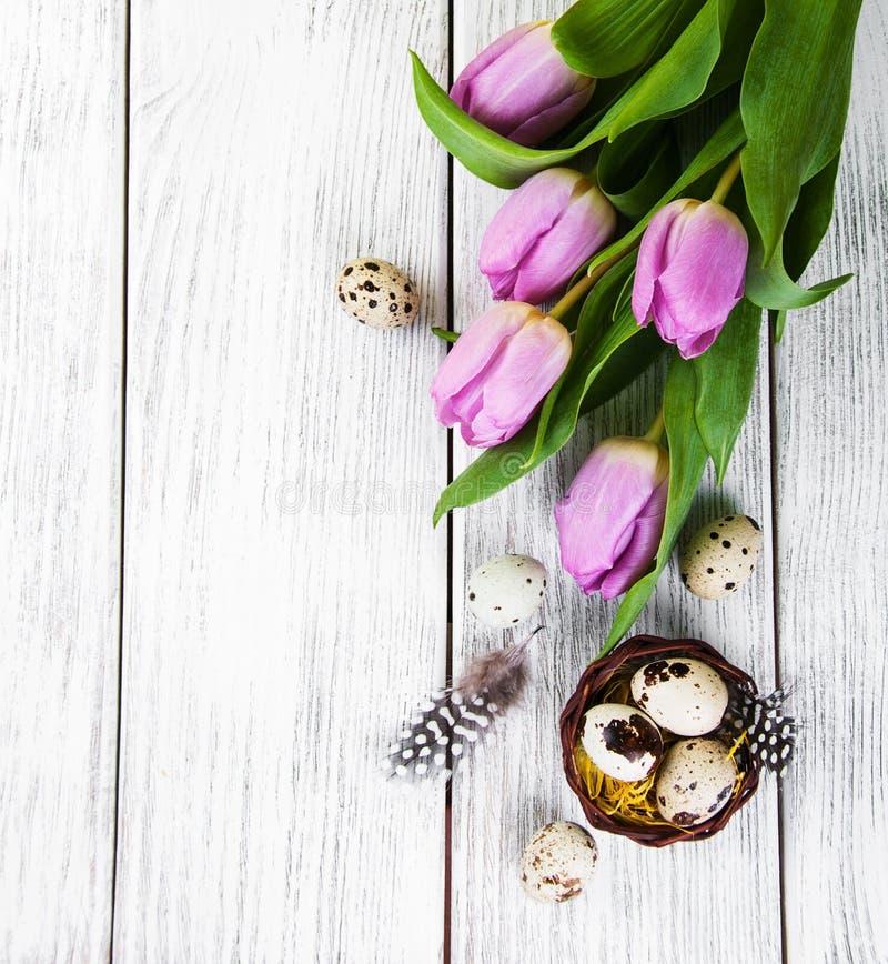 Fondo de Pascua con los huevos imágenes de archivo libres de regalías