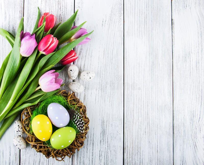 Fondo de Pascua con los huevos fotografía de archivo