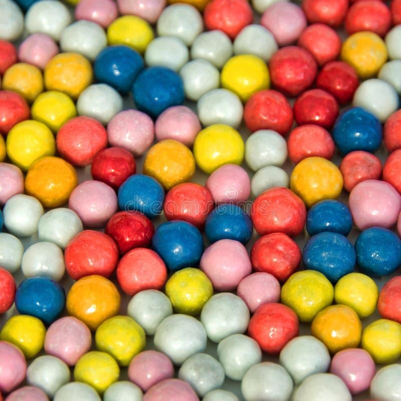 Fondo de pequeños dulces multicolores redondos fotografía de archivo libre de regalías