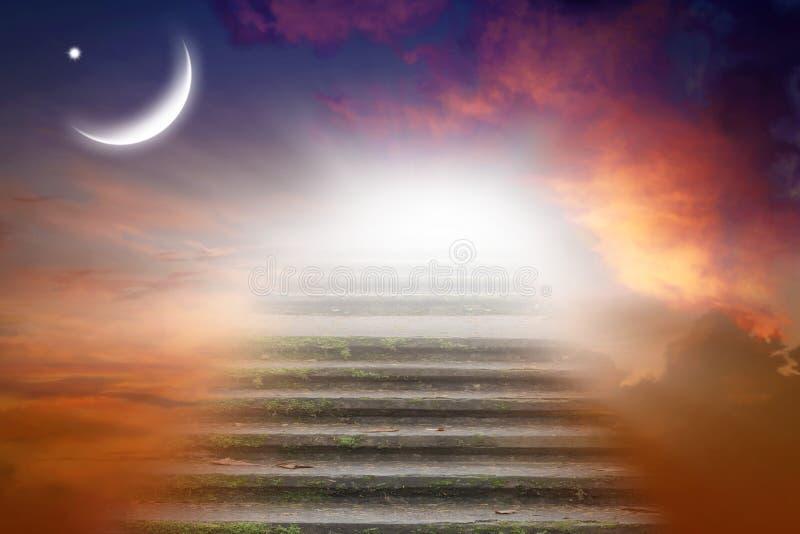 Fondo de Ramadan media luna en la puesta del sol imagen de archivo libre de regalías