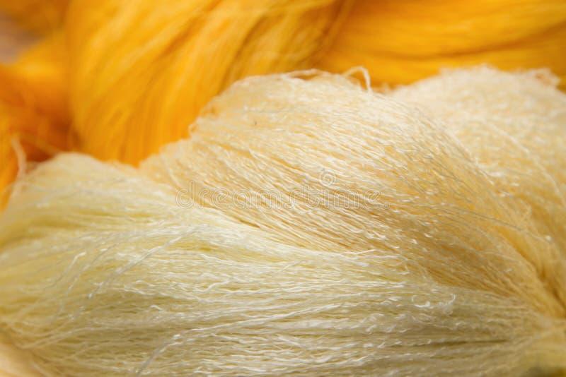 Fondo de seda tailandés, hilo de seda imagen de archivo libre de regalías
