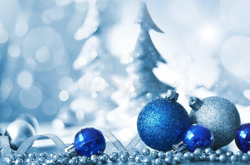 Fondo decorato con le bagattelle, ghirlanda leggera di festa di Natale Decorazione anno di nuovo e di natale immagine stock