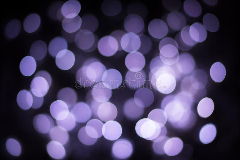 Fondo defocused del bokeh púrpura Luces circulares del bokeh del brillo foto de archivo