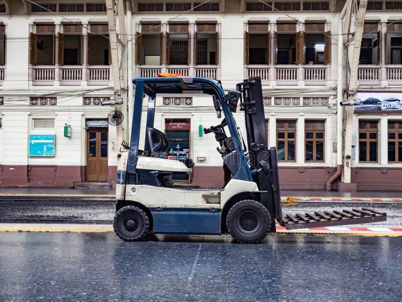 Fondo dei carrelli elevatori, camion Attrezzatura resistente immagini stock