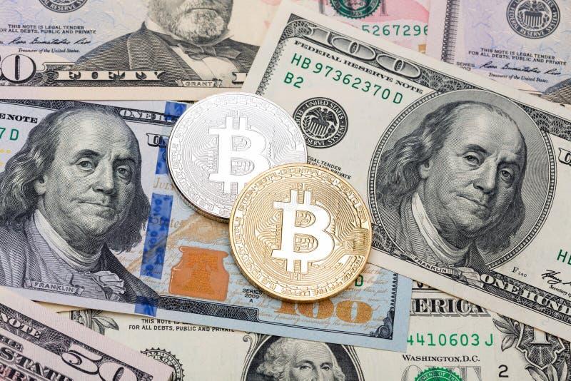Fondo dei contanti del dollaro, banconota e bitcoin, concetto di finanza immagini stock