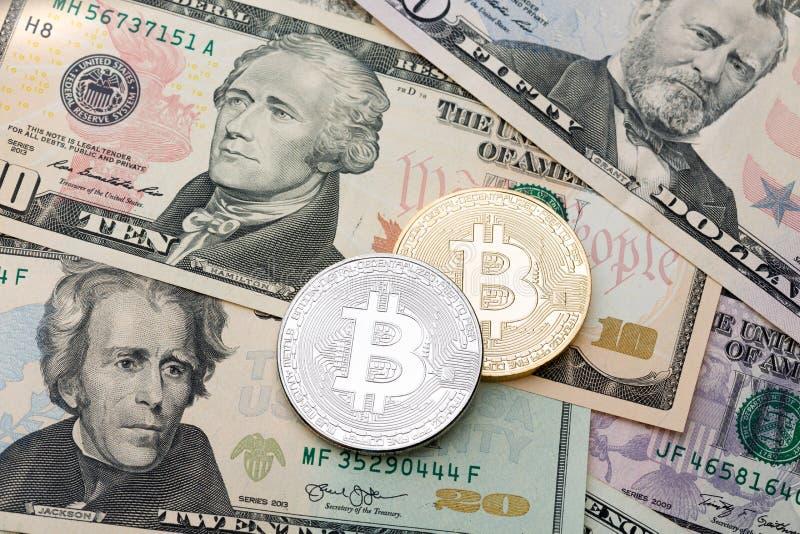 Fondo dei contanti del dollaro, banconota e cruptycur dorato e d'argento immagine stock