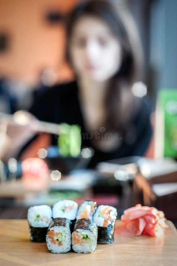 Fondo dei rotoli di sushi fotografia stock