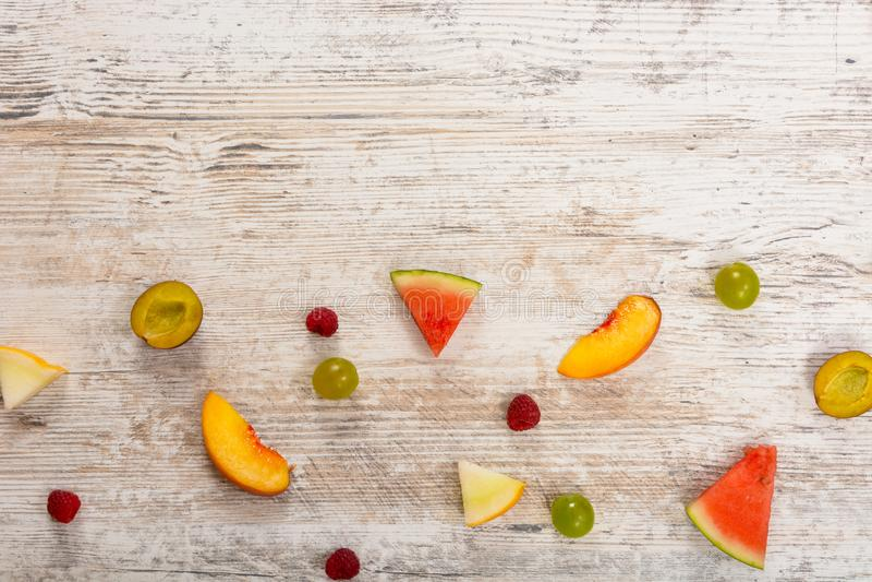 Fondo del backgroundsummer de la fruta del verano de los pedazos de la fruta imágenes de archivo libres de regalías