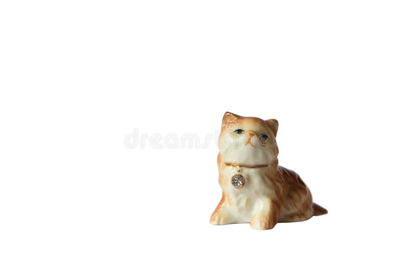Fondo del blanco de la estatuilla del gato de la porcelana imagen de archivo