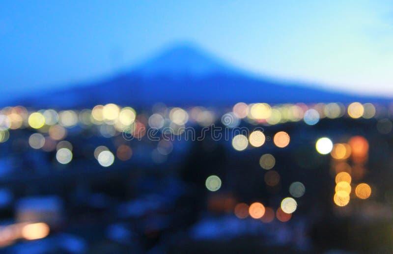 Fondo del bokeh della sfuocatura del monte Fuji, Giappone fotografia stock