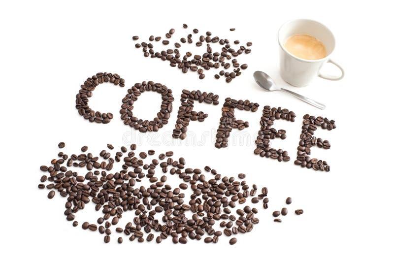Fondo del café, inscripción de los granos de café asados, taza de c imagen de archivo