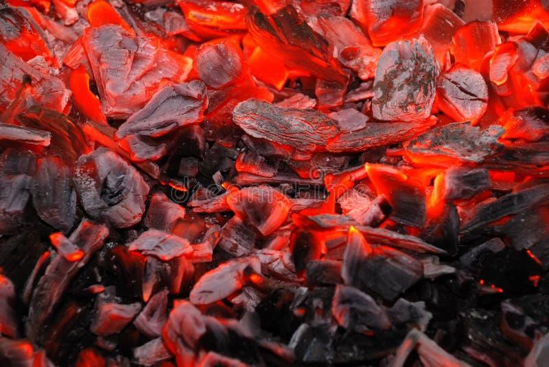 Fondo del carbón de leña ardiente imagenes de archivo