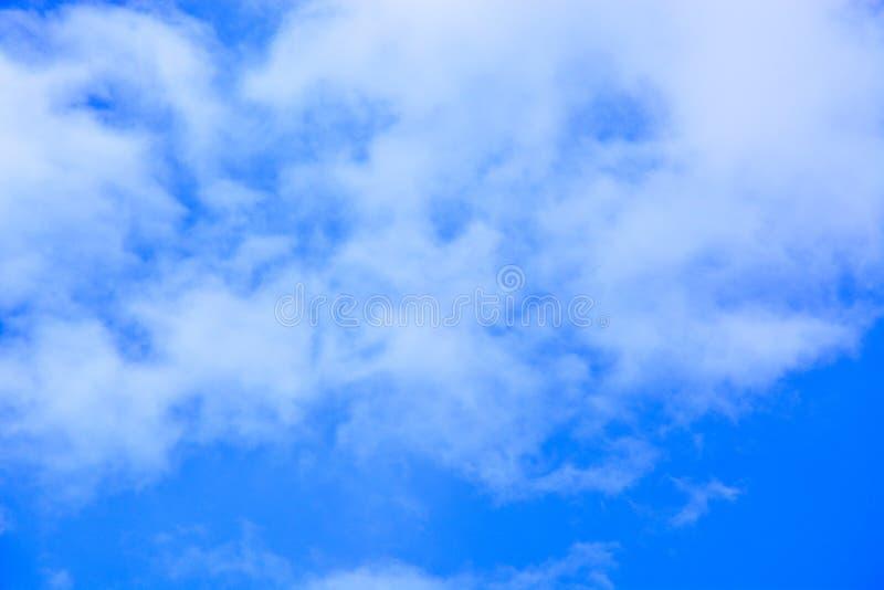 Fondo del cielo azul y de las nubes imagen de archivo libre de regalías