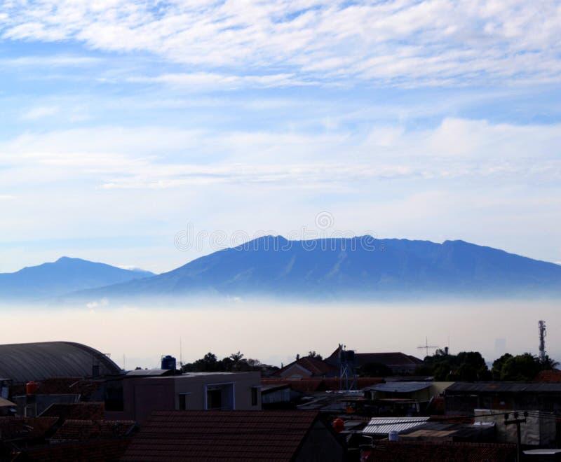 Fondo del cielo blu e della montagna di Awesom fotografia stock