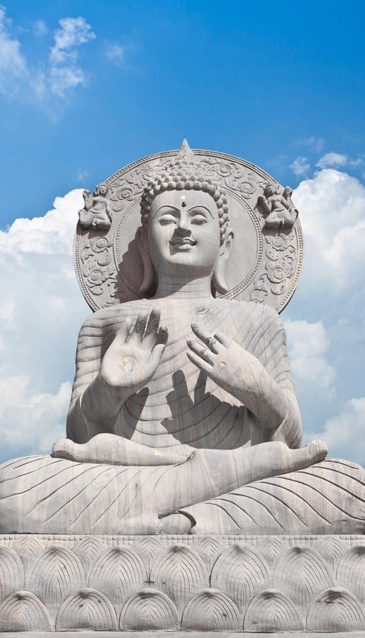 Fondo del cielo blu e di Buddha fotografia stock