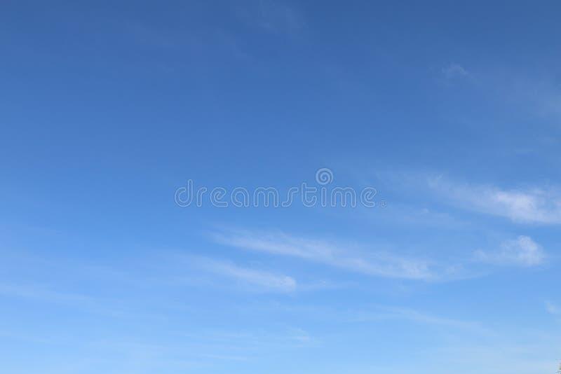 Fondo del cielo, chiaro cielo blu immagini stock