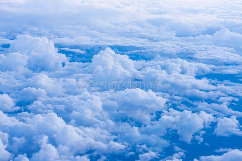 Download Fondo Del Cielo Con Le Nuvole Minuscole Fotografia Stock - Immagine di clima, bianco: 55365704