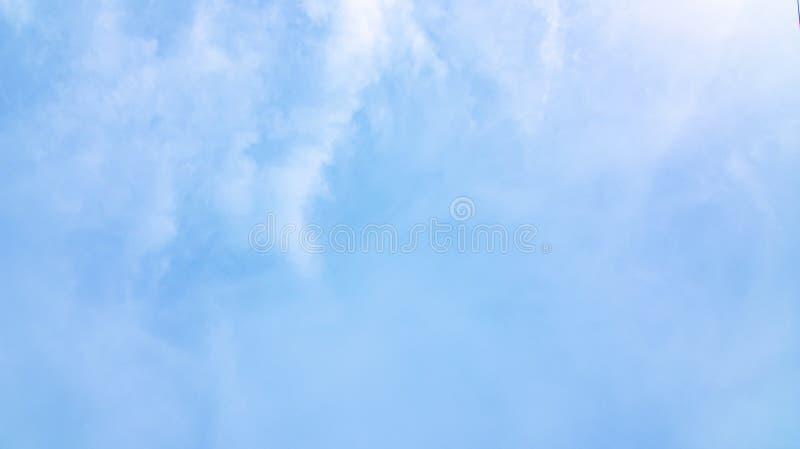 Fondo del cielo e delle nuvole immagine stock