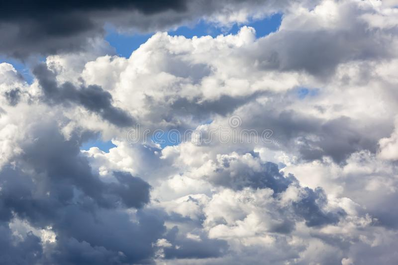 fondo del cielo muy nublado fotos de archivo