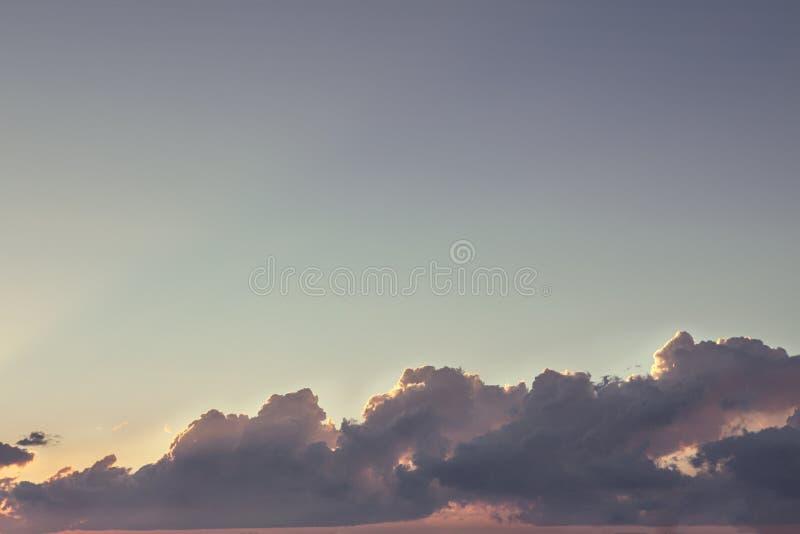 Fondo del cielo y de la nube de la puesta del sol imágenes de archivo libres de regalías