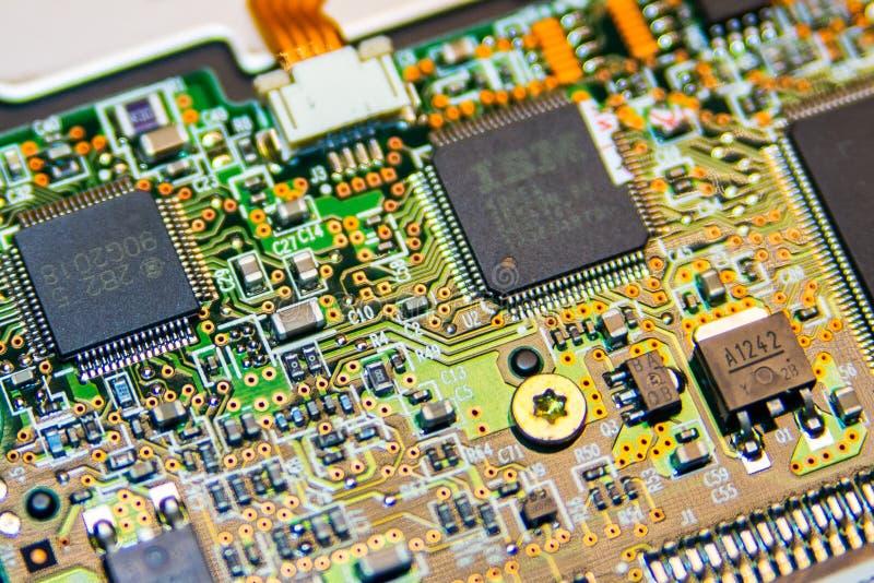 Fondo del computer del circuito Frammento del bordo digitale elettronico Fuoco selettivo fotografie stock