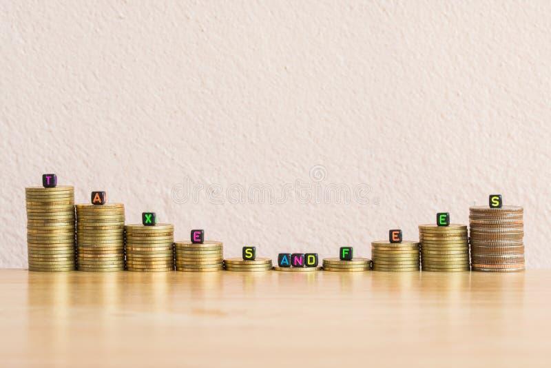 Fondo del concepto del negocio de los impuestos y de las tarifas imagenes de archivo