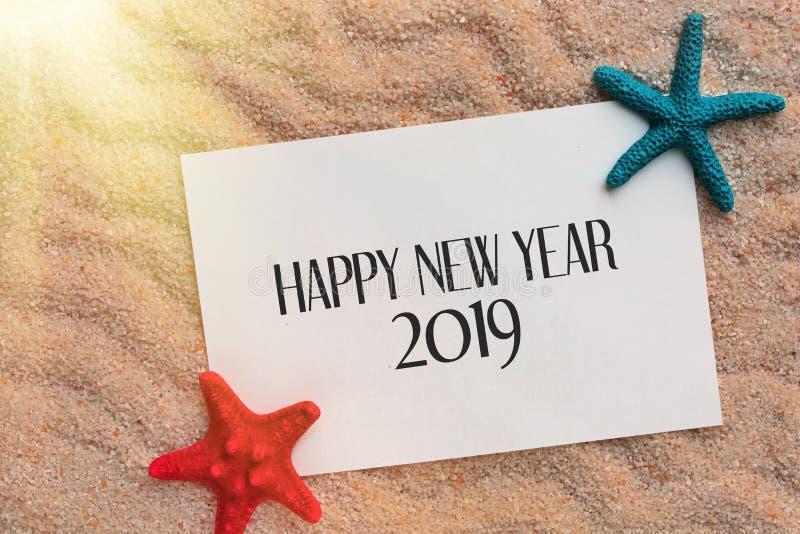 Fondo 2019 del concepto del viaje por mar de la Feliz Año Nuevo imagenes de archivo