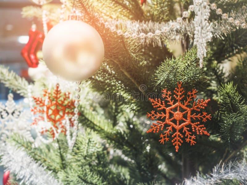 Fondo del día de fiesta del partido de Navidad de la decoración del ornamento de la Navidad fotos de archivo