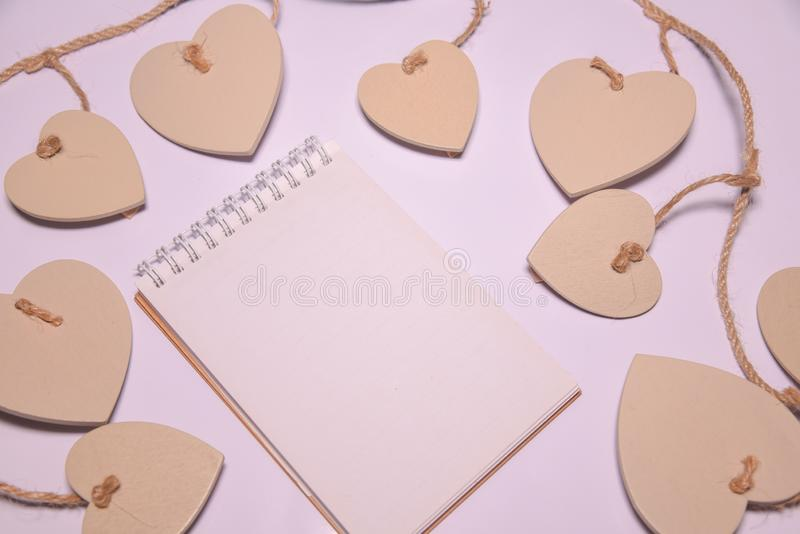 Fondo del día de tarjetas del día de San Valentín Libreta en blanco para el espacio de la copia en el blackground blanco Día de b imagenes de archivo