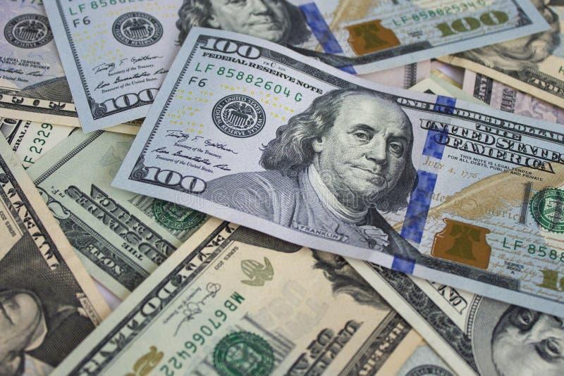 Fondo del dinero con los billetes de dólar americanos fotos de archivo libres de regalías