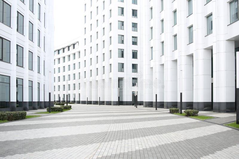 Fondo del edificio de oficinas blanco centro de negocios blanco foto de archivo libre de regalías