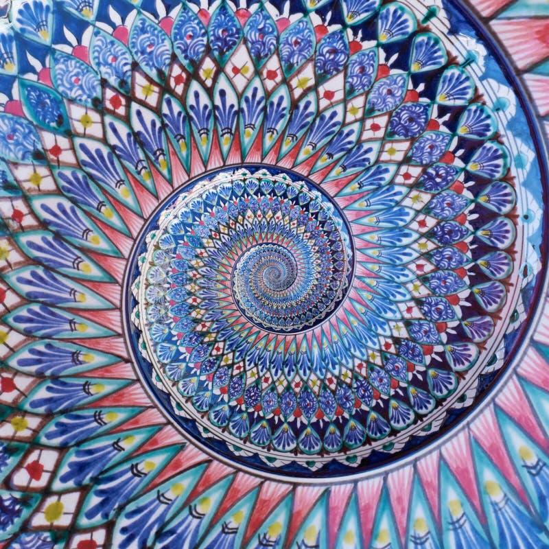Fondo del este del modelo del fractal del extracto del efecto del espiral del doble de la pintura del ornamento colorido Extracto foto de archivo